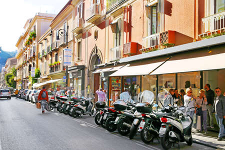 SORRENTO, ITALY - OCTOBER 9, 2016: street view in Sorrento, Italy Редакционное