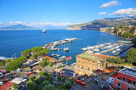 Amazing view of Sorrento resort city and Bay of Naples in Italy Imagens