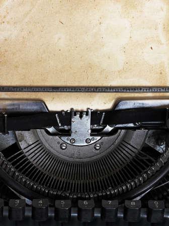 typewriter: m�quina de escribir de la vendimia con el papel