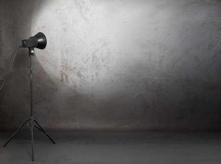 studio fotografico in camera grunge vecchio muro di cemento, fondo urbano