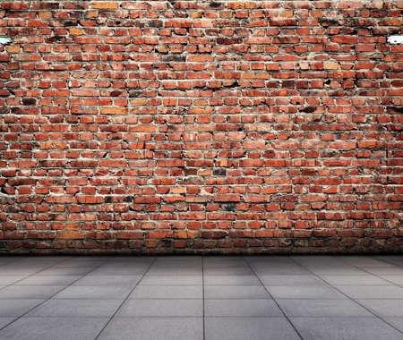 brick floor: interior grunge con pared de ladrillo Foto de archivo