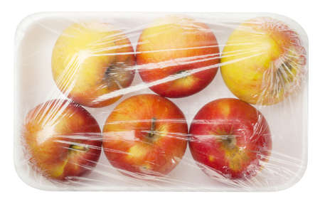 apple in vacuum packing isolated on white background Standard-Bild