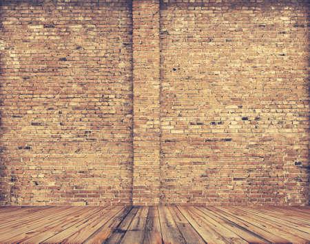 habitacion desordenada: sala de viejo, retro filtrada Foto de archivo