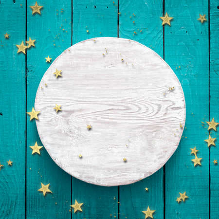 golden confetti on blue wooden background with white circle Zdjęcie Seryjne - 157855649
