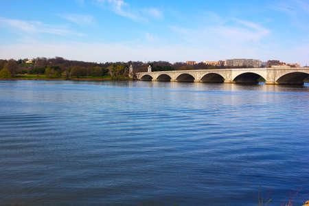 rosslyn: Arlington Memorial Bridge, Washington DC, USA  A view on Arlington from Potomac River bank