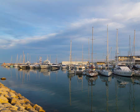 actividades recreativas: Yachts and sailboats moored in the marina near Valencia, Spain. Sailing is one of the most favorite recreational activities in Spain where almost every coastal town has a picturesque marina. Foto de archivo