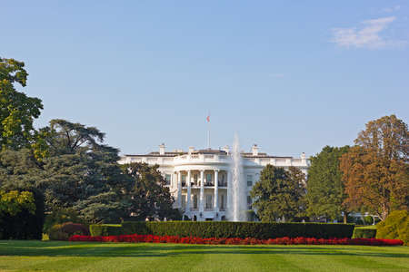 white house: The White House, Washington DC, USA. The White House and beautifully maintained garden in early autumn.