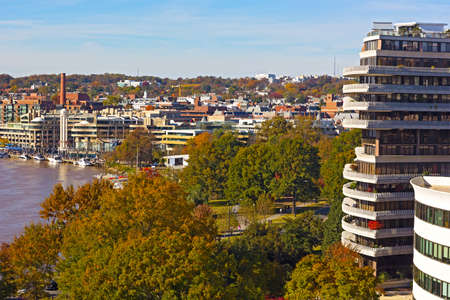 Washington DC suburb near Potomac River on sunny morning in autumn. Suburban pastime in scenic surrondings of historic Georgetown neighborhood. Stok Fotoğraf