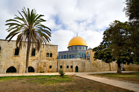 the Golden Dome Mosque with its garden (Jerusalem, Israel) Stock Photo - 2043876