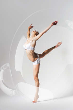 donna che balla: donna che balla in bolla Archivio Fotografico