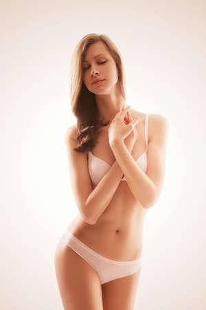 underwear: mujer rubia sensual en ropa interior