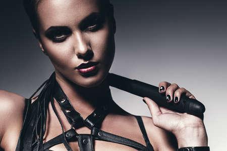 domination: Retrato de mujer con el l�tigo en el cuello Foto de archivo