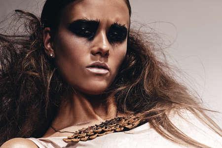 ojos negros: Retrato de mujer con ojos negros Foto de archivo