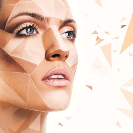 maquillaje de fantasia: hermosa mujer sensual con bodyart y motivos geom�tricos