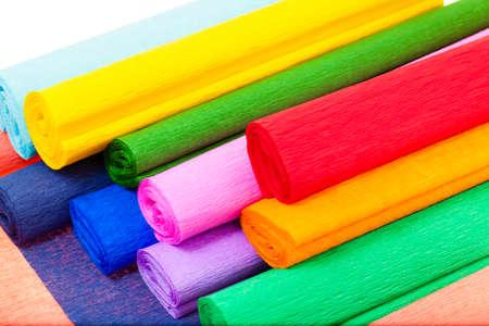 複数の色のクレープ紙を一緒に入れて