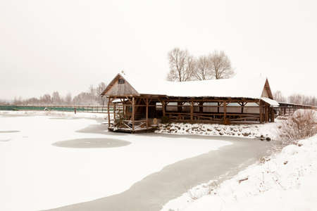 meant: a wooden building, meant for recreation. winter season