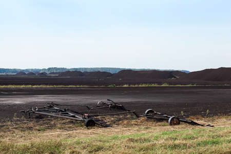turba: un campo en el que se lleva a cabo la extracci�n de turba,