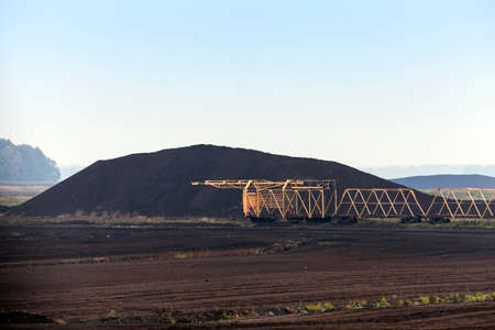dragline: bog and the field on which the production is carried out in black peat mining, industry,