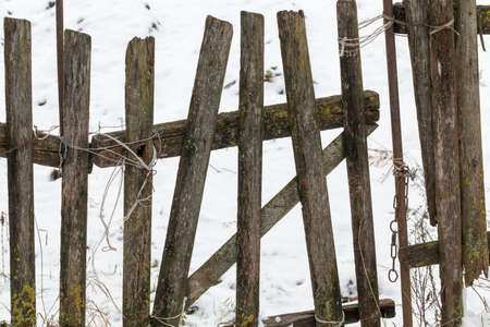 an old destroyed wooden fence in the countryside. Part of the fence is broken 版權商用圖片