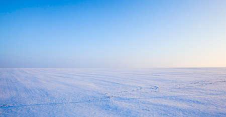 beautiful fallen white snow with blue sky on Sunny frosty day, winter season 版權商用圖片