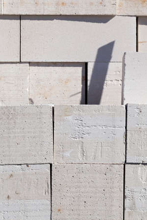 porous material of gas silicate blocks for the construction of buildings and structures, close-up of cheap building materials on construction sites Imagens