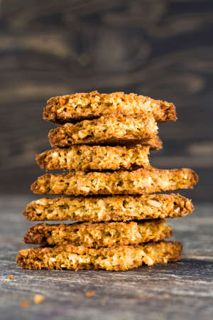 broken into pieces a delicious and crunchy oatmeal cookie made from flour and oatmeal Banque d'images