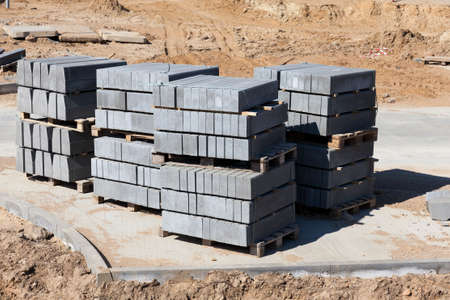 concrete road tiles Packed on pallets during transport to the construction site, tiles made for paving pedestrian paths, as well as Parking spaces, tiles made of high-strength concrete 스톡 콘텐츠