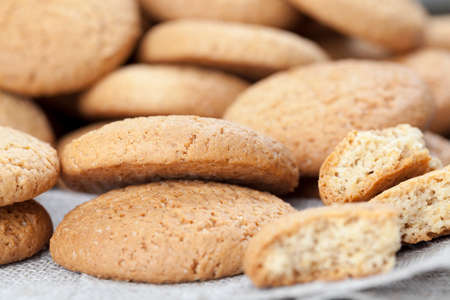 broken cookies baked with oatmeal and wheat flour 스톡 콘텐츠
