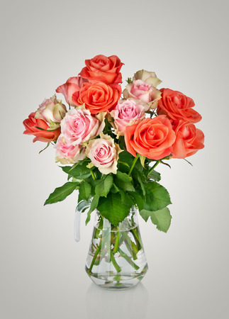 cele: Bouquet of pink roses in a vase