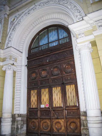 Antique doors and gates, cultural heritage in the form of doors, arches and gates. Imagens