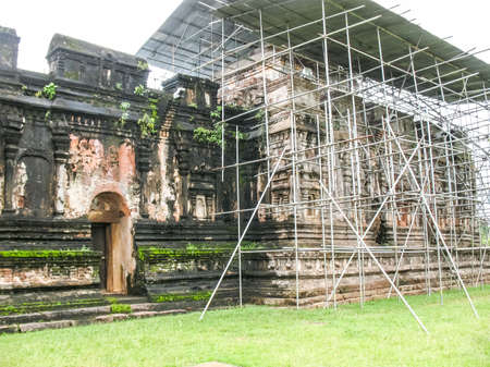 Polonnaruwa, Sri Lanka. The ruins of an ancient temple, traces of an ancient highly developed civilization. 免版税图像
