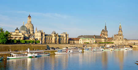 The picturesque view of old Dresden over the river Elbe. Saxony, Germany. Standard-Bild