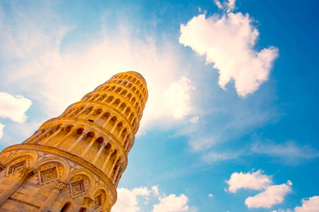 Amazing landscape with famous leaning tower in Pisa, Italy, Europe in sunlight (wallpapers, greeting cards, Honeymoon, attractions - concept) 版權商用圖片