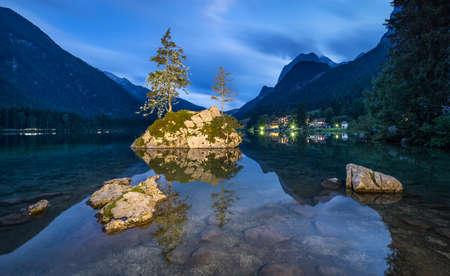 Iconic View of Lake Hintersee at Dusk, Berchtesgaden National Park, Ramsau, Bavaria, Germany Banco de Imagens