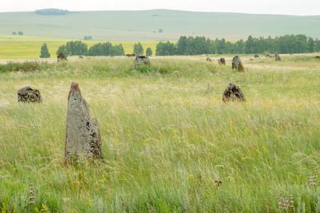 シベリア南部の草原で古代の墓石。 写真素材