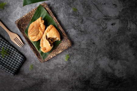 Chicken Curry Puff, traditional Thai snack. 版權商用圖片