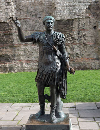 Statue of the Roman Emperor Trajan, London Redakční