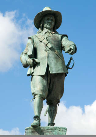 A brinze statuer of Oliver Cromwell in St Ives Market Square