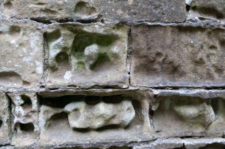 Erosie van een kalkstenen gebouw
