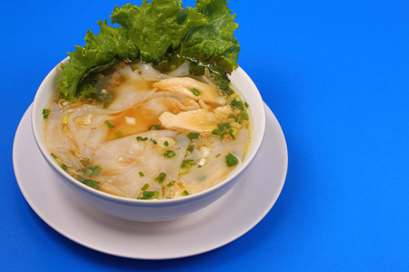 beansprouts: Glass noodle soup with chicken and beansprouts on a blue background