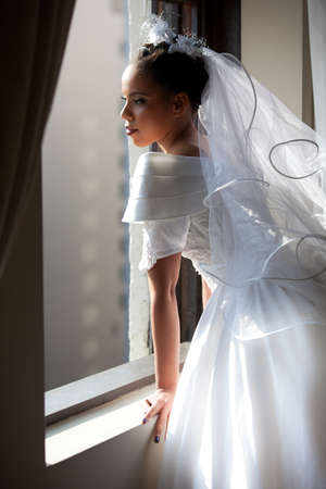 Beautiful Bride looking out a window 版權商用圖片