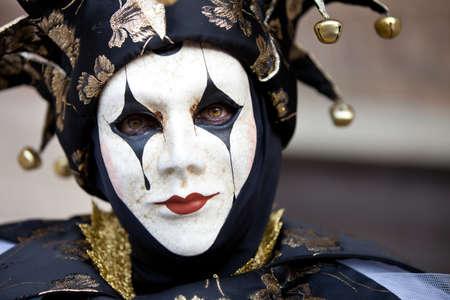 harlekijn: Vrouw als een nar in Venetië Italië tijdens de carnavalsperiode in februari Stockfoto