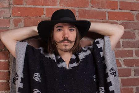 traje mexicano: El hombre de bigotes en un Poncho