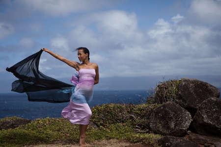 begining: Celebation di un inizio nuovo su un promontorio a picco sul mare alle Hawaii