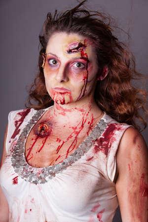 efectos especiales: Artista de efectos especiales crean zombi mujer ojos mirando a la c�mara Foto de archivo
