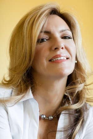 Pretty woman smiling looking at camera Standard-Bild