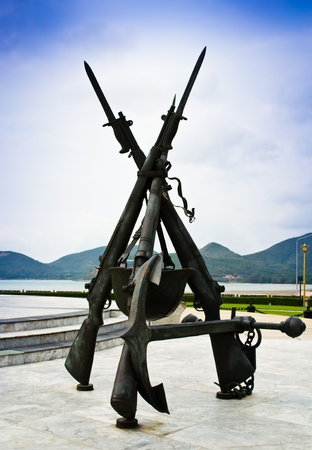 Monument to the gun. Division over the Thai Navy.