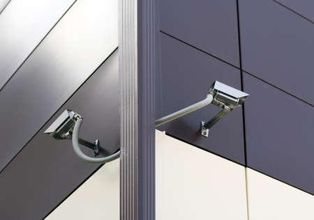 Dos c�maras de seguridad de circuito cerrado de televisi�n en una esquina del edificio de oficinas.