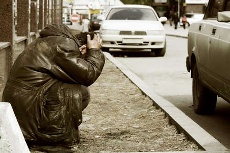 Pobre vagabundo sin hogar.