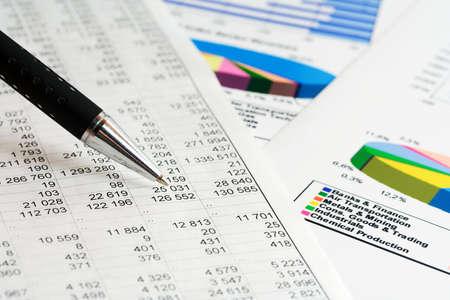 contabilidad financiera cuentas: An�lisis financiero. Foto de archivo